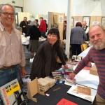 uha - Verleger und Autor Kevin Perryman aus Fuchstal (D) mit Kim Hyemee und Achill Dugort aus Irland
