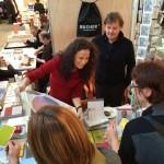 uha - Michelle und Günther Bucher vom Bucher Verlag Hohenems im Kundengespräch